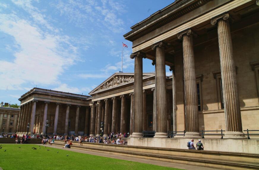 法国的卢浮宫博物馆