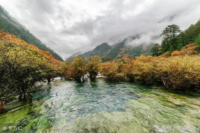 四姑娘山风景区由双桥沟,长坪沟,海子沟三部分组成.