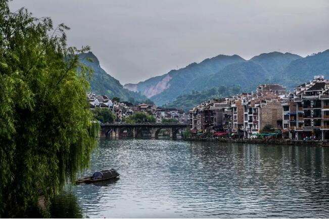 贵州镇远古镇旅游攻略     中元洞介绍:中元洞,也称中元禅院,明嘉靖年