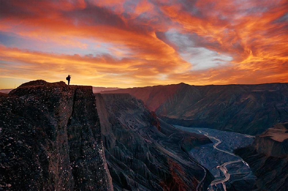 新疆奎屯紅山大峽谷旅游:領略崖壁、深谷、奇石
