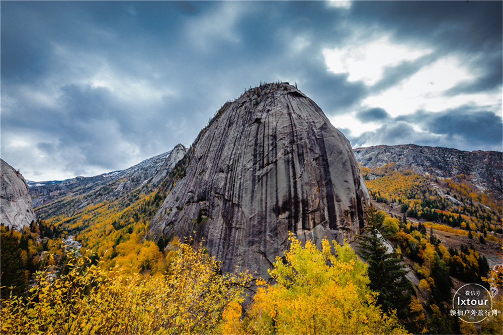北疆可可托海旅游