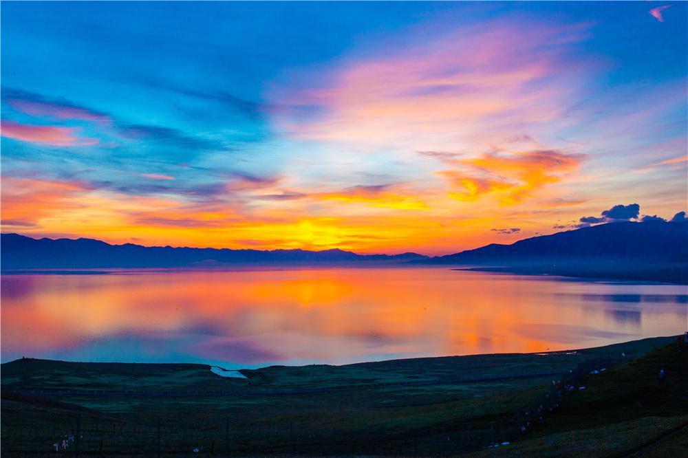 赛里木湖日出